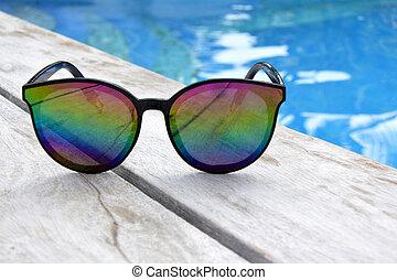 recours, lunettes soleil, poolside, bois