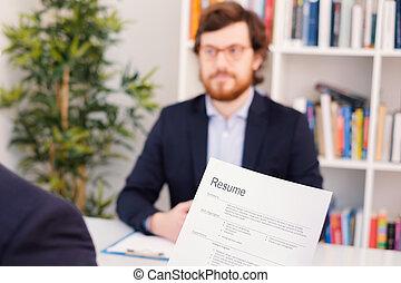 recruteur, lecture, programme scolaire, pendant, entretien travail