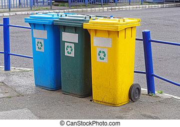 Recycling waste bin