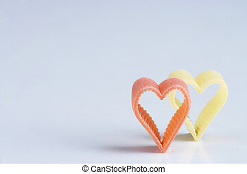 red an yellow heartshaped noodle - rote und gelbe...