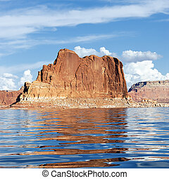 Red cliff reflected in the lake Powell