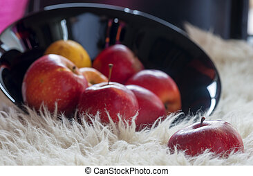 Red fresh apples in a black bowl