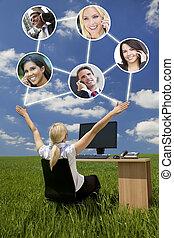 red, mujer de negocios, computadora, campo verde