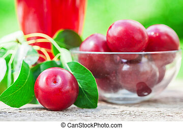 Red plum fruit juice with