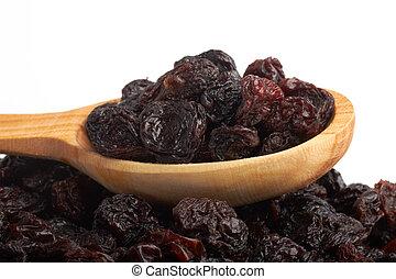 red raisin in wooden spoon