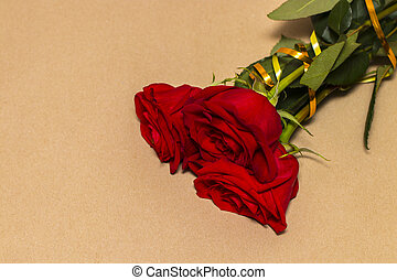 Red roses and hearts on a yellow background.