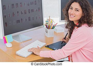 redactor, utilizar, tableta gráfica, para hacer