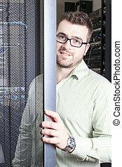 rede, engenheiro, trabalhando, em, quarto usuário