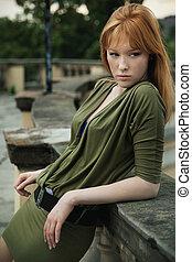 redhead, stående, kvinna, ung