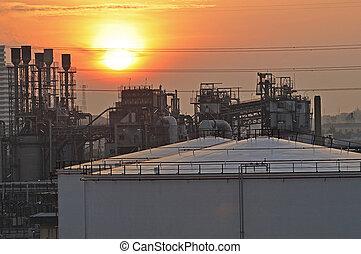 refinería de petróleo, fábrica, en, ocaso