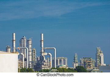 refinería de petróleo, planta industrial, con, cielo