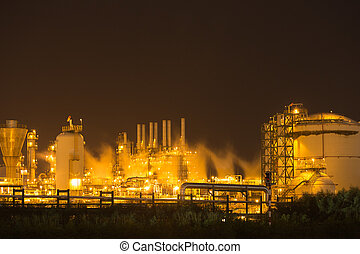 refinería de petróleo, planta industrial, por la noche