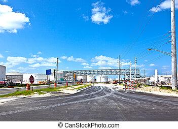 refinería, entrada, tanques