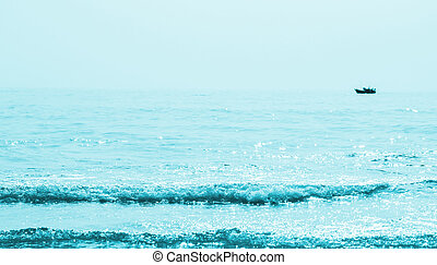 Reflected of sunlight on turquoise waves