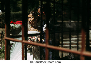 Reflection of the couple in the wedding day