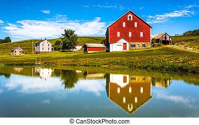 reflexión, de, casa, y, granero, en, un, pequeño, charca,...