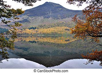 reflexión, de, un, montaña, en, un, agua, en, distrito, cumbria