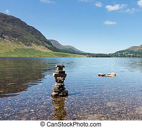 reflexión, en, distrito de lago, colinas, en, crummock, agua