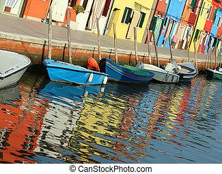 reflexión, en, el, agua, de, el, colorido, casas, de, el, isla, de