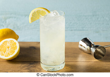 Refreshing Gin Tom Collins Cocktail with Lemon