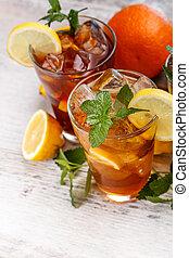 Refreshing iced tea