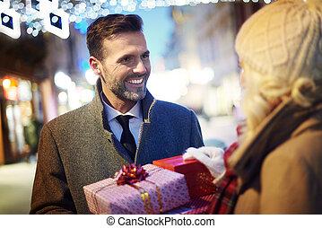 regali, donna, inaspettato, sorprendente, uomo
