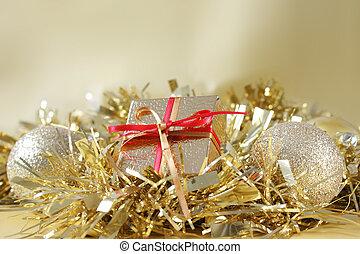 regalo de navidad, y, decoraciones, en, oro, oropel