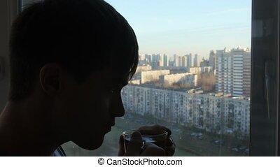 regard, thé, boisson, fenêtre, chaud, maison, homme