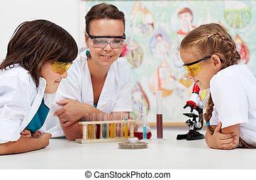 regarder, étudiants, science, jeune, expérience, élémentaire, classe