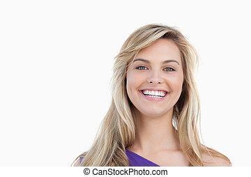regarder, appareil photo, blond, femme souriant