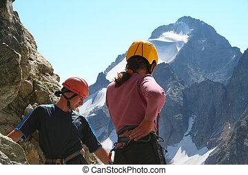 regarder bas, deux, grimpeurs