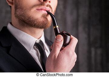 regarder, beau, image, jeune, tondu, tuyau, formalwear, pipe., fumer, barbe, loin, homme