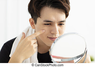 regarder, beau, jeune homme, miroir