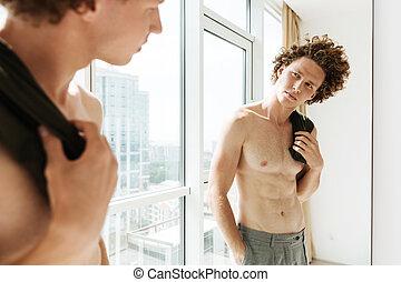 regarder, beau, miroir, homme