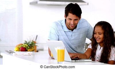 regarder, c, sien, père, ordinateur portable