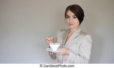 regarder, café, affaires femme, coupure, appareil photo, tea., boire, ou, sourire