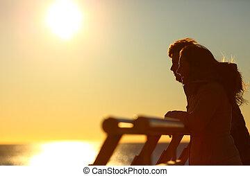 regarder, coucher soleil, couple, silhouette, horizon