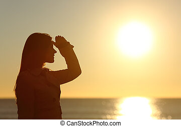 regarder, coucher soleil, femme, silhouette, en avant!