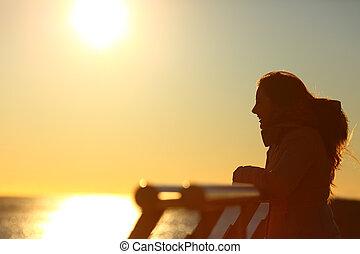 regarder, coucher soleil, femme, silhouette, horizon