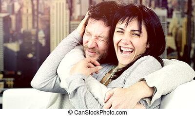 regarder, couple, appareil photo, heureux