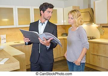 regarder, couple, catalogue, cuisine