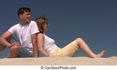 regarder, couple, droit, sable, séance