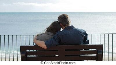 regarder, couple, vue, dos, océan
