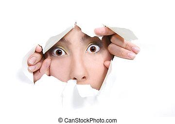 regarder dérobée, girl, jeune, papier, par, trou, blanc