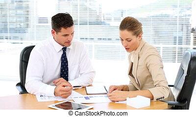 regarder, documents, equipe affaires
