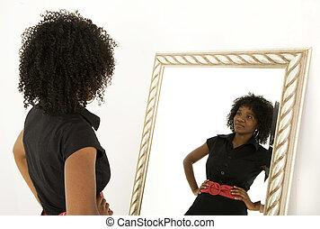 regarder, elle-même, sourire, dame, miroir