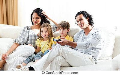 regarder, famille, sourire, tv