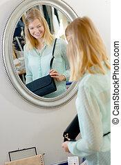 regarder, femme, miroir