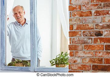 regarder, fenêtre, homme, dehors
