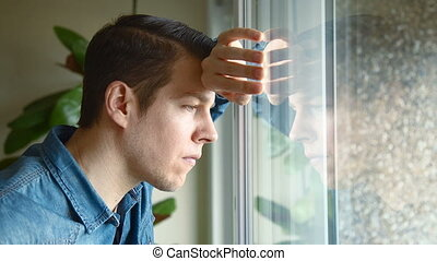 regarder, fenêtre, intéressé, homme